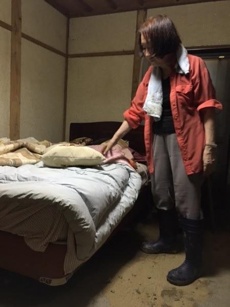 長靴をはいてベッドルームに入る!!