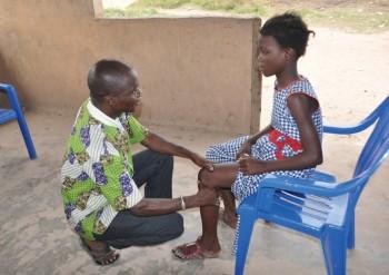 コートジボワールにおける学童皮膚検診活動