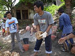 [インドネシア]定着村におけるワークキャンプ活動