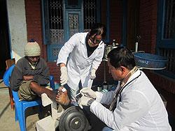 [ネパール]クリニックおける治療とセルフケアトレーニング