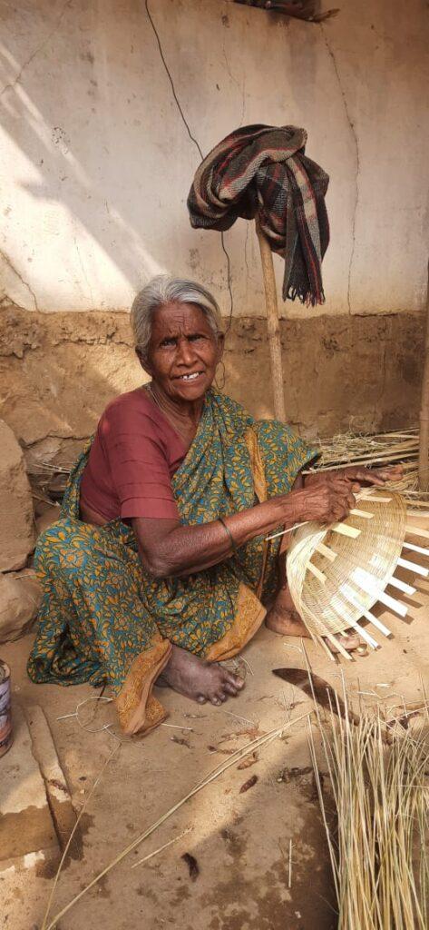 Shantabai Sedam working as a basket maker in India.