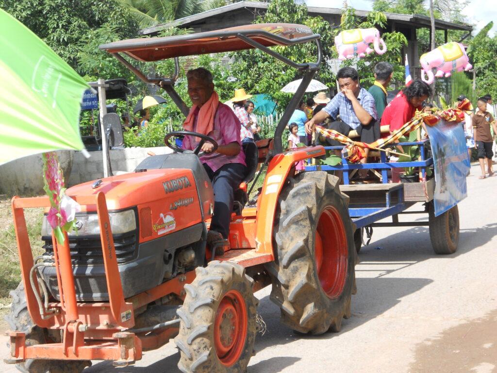 Art Donwichai working as a farmer in Thailand
